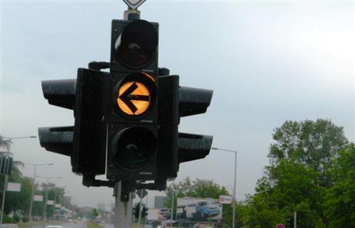 Shenja e verdhë ndriçuese e pandërprerë e pajisjes për dhënien e sinjaleve ndriçuese (e paraqitur në fotografi) tregon: