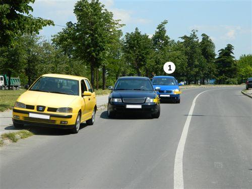 Sipas situatës si në fotografi, shoferi i automjetit me Nr. 1: