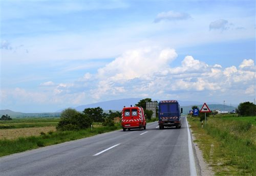 """""""Parakalimi"""" është kalim me automjet përskaj pjesëmarrësit tjetër në komunikacionin rrugor:"""