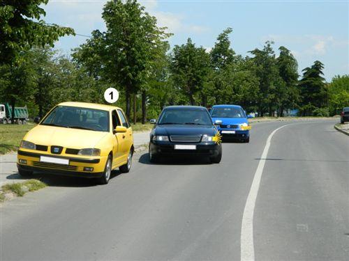 Sipas situatës së treguar në fotografi, shoferi i automjetit me numër 1 në këtë pjesë të rrugës: