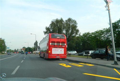 Возачот не смее да запре или паркира возило пред и зад ознаката за автобуско стојалиште: