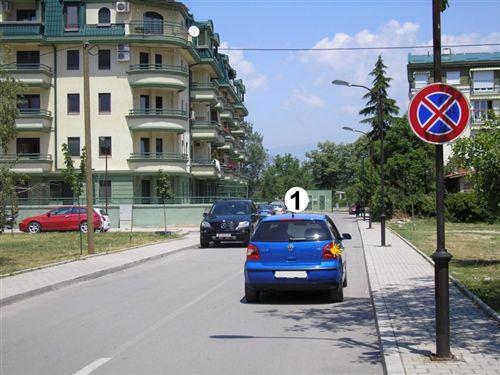 Shoferi i veturës të shënuar me numër 1, në pjesë të rrugës të treguar në fotografi: