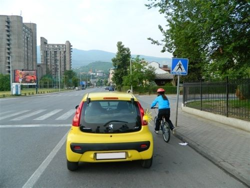 Biçiklisti i paraqitur në fotografi, lëviz: