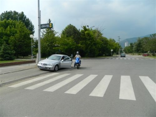 Shoferi i veturës së (treguar në fotografi) gjatë daljes nga automjeti: