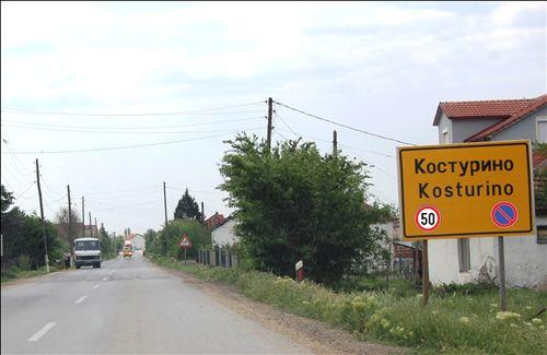 """Në shenjën e komunikscionit të vendosur """"Emri i vendbanimit"""" (si në fotografinë) i janë shtuar shenjat e komunikacionit për urdhëra të prera, të cilat tregojnë:"""