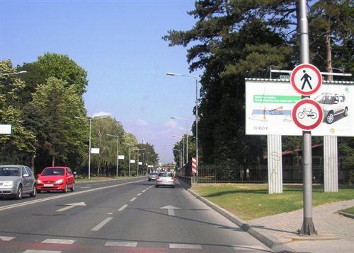 Ndalesën që e japin shenjat e komunikacionit (të treguara në fotografi) fillon nga vendi i vendosjes së shenjave dhe vlejnë: