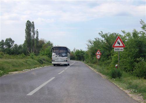 Shpejtësia e lëvizjes së autobusit me të cilin bëhet bartja e organizuar e fëmijëve, kur qarkullon në rrugë publike (si në fotografi) kufizohet në: