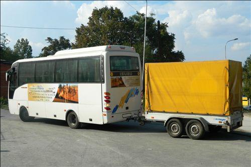 Возачот кој управува со група возила прикажана на сликата, треба да поседува возачка дозвола од: